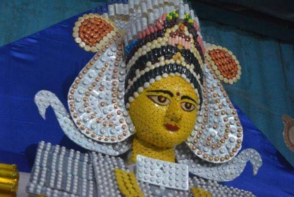Durga idol made of capsules and syringes