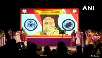 On mahasasthi, Modi touched the hearts of Bengalis