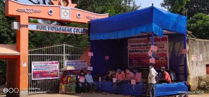 Education workers of the college are on hunger strike