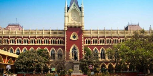 The High Court has allowed the para teachers to protest