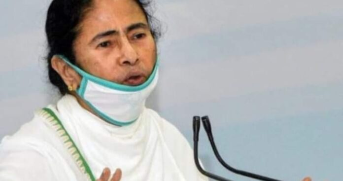 Center sends fewer vaccines, don't spread rumors about corona: Mamata