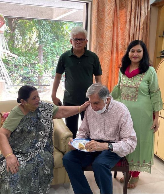 Ratan Tata visited Pune to meet his Ex Employee who is ailing for last 2 years