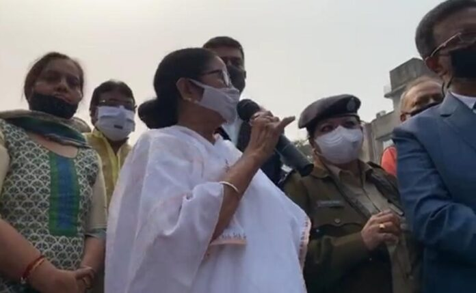 Mamata Banerjee to stay by the side of the locals in bagbazar