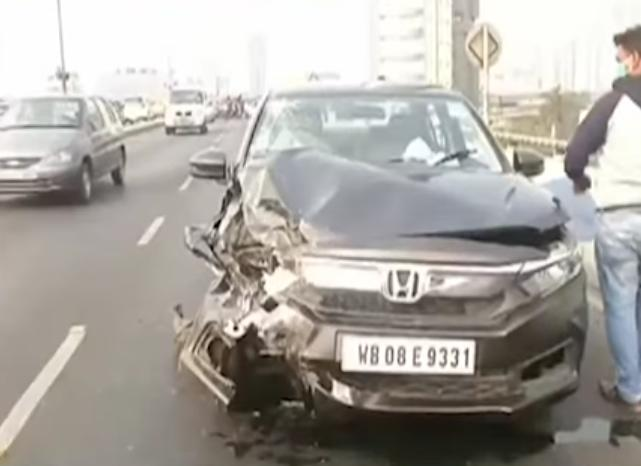 Car accident on 'Maa' flyover