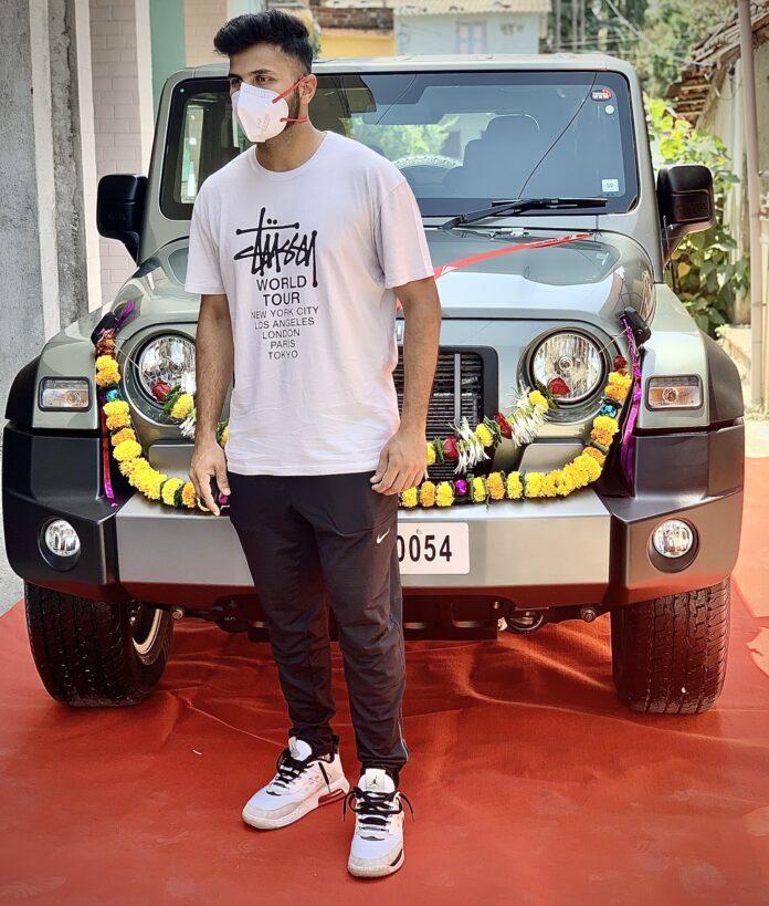 Anand Mahindra presents SUV to Shardul Thakur