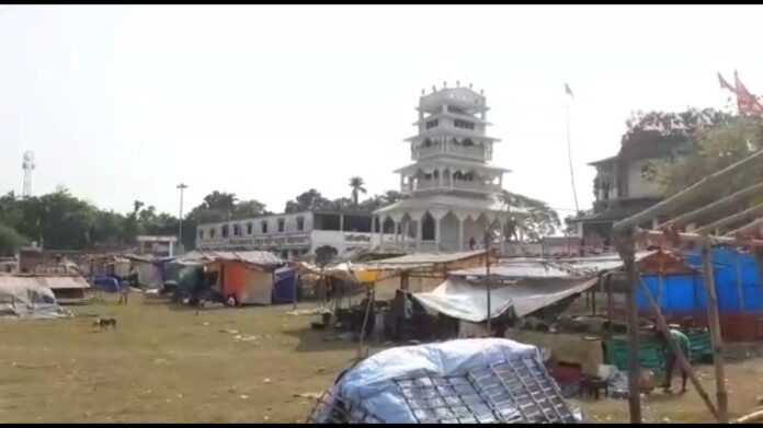Two families of Thakurbari tug of war for the fair